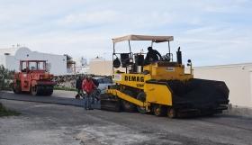 Σαντορίνη: Σε εξέλιξη η ασφαλτόστρωση του δημοτικού οδικού δικτύου
