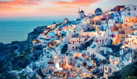 Σαντορίνη : Η κρίση φέρνει πωλητήριο σε 10 ξενοδοχεία – Πόσα ακόμα σε κάθε νησί των Κυκλάδων