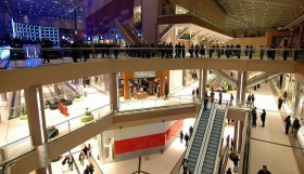 Λιανεμπόριο : Ανοίγουν τη Δευτέρα mall και εμπορικά κέντρα – Πόσα άτομα επιτρέπονται και πώς θα ψωνίζουμε