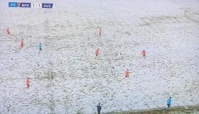 Δεν ξανάγινε! Έπαιξαν με ολόλευκες εμφανίσεις σε χιονισμένο τερέν!