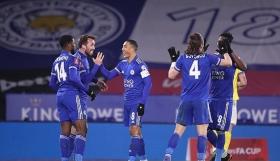 «Στραβοπάτημα» για τη Λέστερ (1-1), «Ανάσα» για τη Σέφιλντ (1-0)