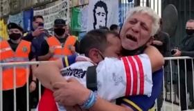 Μαραντόνα: Ένωσε τους οπαδούς των Μπόκα και Ρίβερ! Δακρυσμένοι και αγκαλιασμένοι