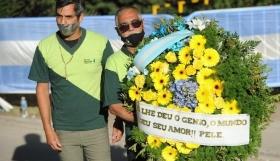 Μαραντόνα :Συγκίνηση με το στεφάνι του Πελέ
