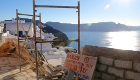 Συλλήψεις για οικοδομικές εργασίες σε Σαντορίνη